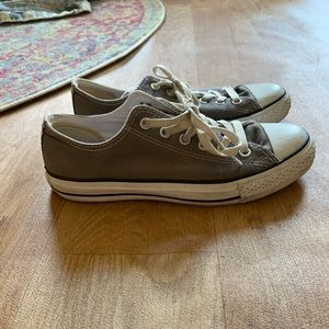 Gray chuck Taylor all star Low top converse